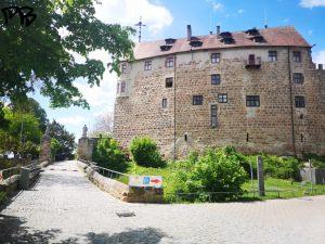 Blick auf die Front der Burg Abenberg